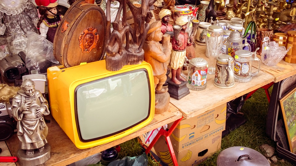 The most popular yard sale start time is?